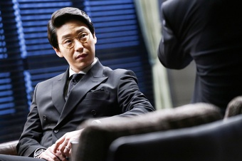 Uhm Ki Joon: Diễn viên nhạc kịch đến ''trùm'' phản diện trong ''Penthouse''