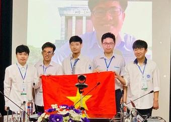 Đội tuyển Olympic Toán Việt Nam thi đấu online ở 2 đầu cầu đất nước