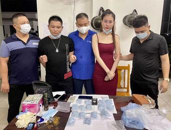 ''Ngọc nữ'' 9X mua bán gần 2.000 viên thuốc lắc: Đang trốn truy nã vẫn up TikTok ''tằng tằng'', lượt theo dõi tăng vọt kể từ khi bị bắt
