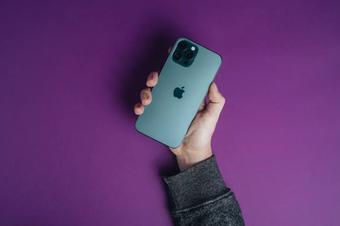 iPhone 12 Pro quá bền, iFan không cần mua phụ kiện này