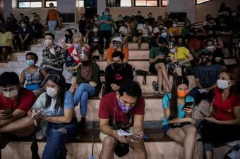 """Covid-19: Thái Lan quay cuồng với """"kỷ lục kép"""" buồn"""