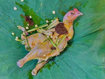 Hạt sen tươi kết hợp cùng gà theo cách này ngon vô đối, vua chúa ngày xưa cũng mê