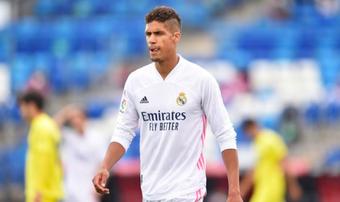 Chưa thể tới M.U, Varane sớm trở lại Real Madrid