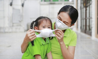 Bố mẹ nhất định phải lưu ý những điểm này để giữ an toàn cho con trong mùa dịch