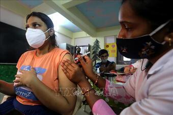 Thế giới vượt 196,2 triệu ca mắc COVID-19; dịch lập đỉnh mới ở nhiều nước