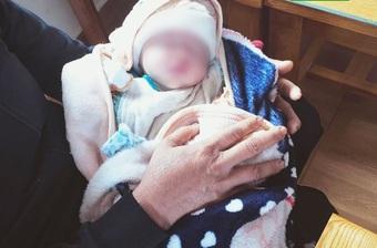 Phát hiện hai trẻ sơ sinh bị bỏ rơi dọc đường