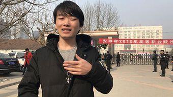 """Cái giá phải trả của nam sinh cố tình thi """"0 điểm"""" để phản đối hệ thống giáo dục Trung Quốc và cuộc đời không ai ngờ vào 13 năm sau"""