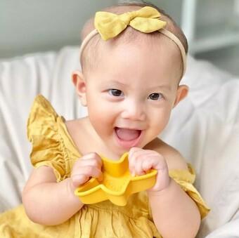 ''Lịm tim'' với nụ cười rạng rỡ của bé Lisa, tương lai siêu mẫu chẳng kém mẹ Hà Hồ