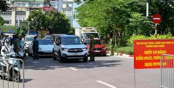 Quận Ba Đình lập 30 chốt trên các tuyến đường, phố kiểm soát người ra đường không lý do