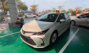 Toyota Corolla Altis giảm giá 40 triệu, chuẩn bị đón phiên bản mới