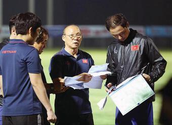 Cuộc đua khốc liệt giành vé xem đội tuyển Việt Nam đấu Úc ở Mỹ Đình