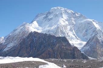 Vừa lập kỷ lục thế giới về leo núi, VĐV 57 tuổi mất tích trên đường xuống