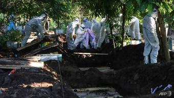 Myanmar bùng dịch, người thu gom thi thể làm việc không ngừng nghỉ