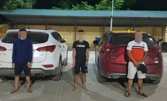 Hà Nội: Phát hiện 3 nam thanh niên cùng nhau lên núi tụ tập uống rượu, vi phạm quy định phòng dịch