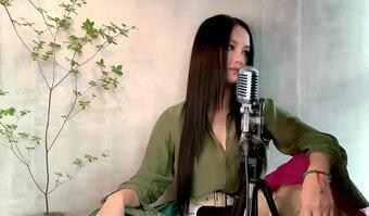 Hồng Nhung mặc đẹp khi hát tặng fan