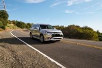 Mitsubishi Outlander đời mới sắp bổ sung bản bán chạy nhất, tiết kiệm xăng vô đối