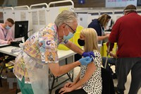 EMA: Tiêm 2 liều vaccine có thể phòng chống biến thể Delta