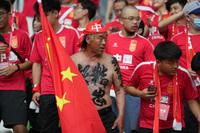 """Người hâm mộ Trung Quốc: Ối mẹ ơi, đá thế này thì đội tuyển nhà mình chỉ """"còn cái nịt""""!"""
