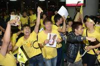 Nam sinh 9 năm trước khóc ngất ở Nội Bài vì gặp thần tượng giờ ra sao?