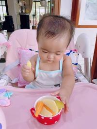 """Hài hước vẻ mặt """"không cảm xúc"""" dù đang ăn uống ngon lành của con gái Mạc Văn Khoa"""
