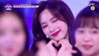 """Có 1 nữ idol sinh năm 2000 đang gây bão show sống còn mới: Tình tứ với Park Bo Gum, visual """"lai"""" cả nữ thần Nancy và TWICE"""