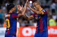 Ronaldinho tái hiện năm tháng đỉnh cao ở trận ''siêu kinh điển'' của các huyền thoại