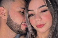 Paraguay: Băng đảng ập tới bắn hàng chục phát đạn vào cặp đôi, để lại mảnh giấy ghi lý do