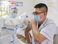 Bộ trưởng Y tế: 'Vaccine về đến đâu, TP.HCM cần tiêm hết đến đó'
