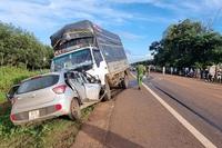 3 người trên ô tô con tử vong tại chỗ sau cú đối đầu xe tải
