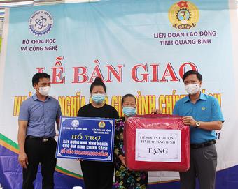 Bàn giao nhà tình nghĩa cho gia đình chính sách ở Quảng Bình và Quảng Trị