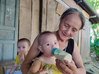 4 đứa nhỏ nheo nhóc cầu xin sự sống cho người mẹ mắc bệnh hiểm nghèo
