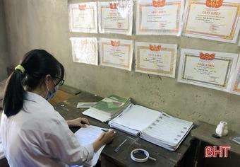 """Cùng cô học trò nghèo Hà Tĩnh viết tiếp giấc mơ """"blouse trắng"""""""