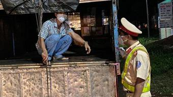Đắk Nông: Trốn trong thùng xe tải để tránh chốt kiểm dịch COVID-19