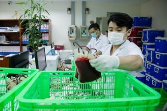 """1.000 đơn vị máu """"lên đường""""trong đêm chi viện cho Bệnh viện Chợ Rẫy"""