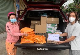 Vợ chồng Việt Hương đáp trả khi bị nói ''làm từ thiện việc gì phải khoe''