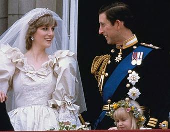 Mấy ai biết rằng đằng sau chiếc đầm này của Công nương Diana là 1 câu chuyện đau lòng