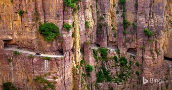 """Đường hầm nguy hiểm nhất thế giới được đào """"bằng tay"""""""