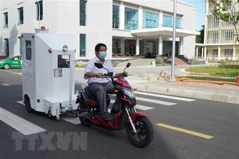 Giảng viên đại học chế cabin chở bệnh nhân COVID-19 ở khu cách ly 