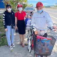 Người dân mua xe đạp tặng thanh niên định đi bộ trên 1.000 km về nhà