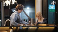 Rosé (BLACKPINK) lộ mặt mộc trên truyền hình, fan liền đặt lên bài cân với Lee Ji Ah (Penthouse)