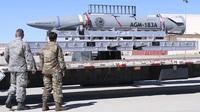 """Mỹ lần thứ 2 phóng xịt tên lửa siêu vượt âm từ """"pháo đài bay"""" B-52"""