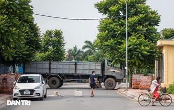"""Cận cảnh những chốt chặn """"độc lạ"""" ở Hà Nội"""