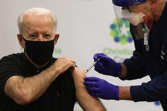Ông Biden kêu gọi tặng 100 USD cho những người Mỹ mới tiêm vắc xin Covid-19