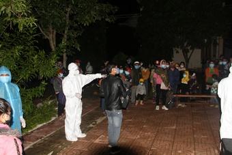 Đắk Lắk: Xuyên đêm test nhanh Covid-19 cho 836 người đi xe máy về từ Đồng Nai