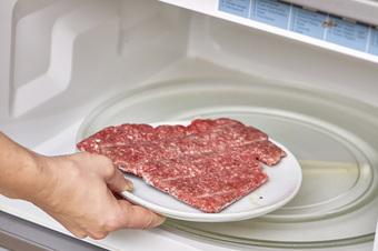 Trữ lạnh thịt - rau mùa giãn cách: Ghim ngay những bí quyết này nếu không muốn rau héo rũ còn thịt mất hết chất