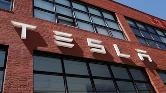 """Liên tục tăng giá xe tại Mỹ nhưng Tesla lại """"sợ"""" thị trường Trung Quốc"""