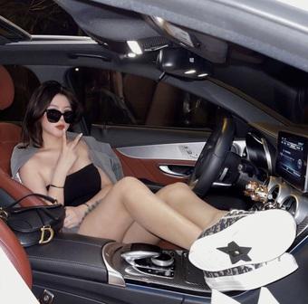 Nàng KOL vừa đẹp vừa có khiếu kinh doanh, tự mua ô tô tiền tỷ ở tuổi 21