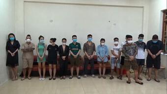 'Thánh chửi' Dương Minh Tuyền cùng 12 người 'bay lắc' trong quán karaoke