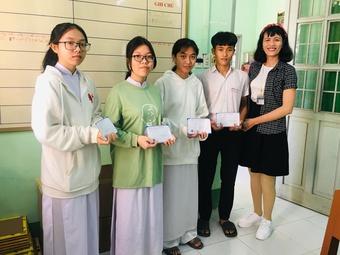 Hành trình gieo sự tử tế của cô giáo một chân