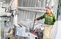 Nhọc nhằn nghề khai thác đá xẻ giữa mùa dịch Covid-19